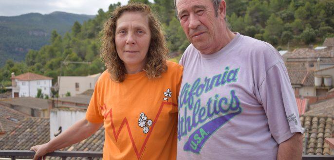 Enriqueta Muntané i Joan Salvador Vernet al terrat de Ca la Viola a Marçà (Priorat).